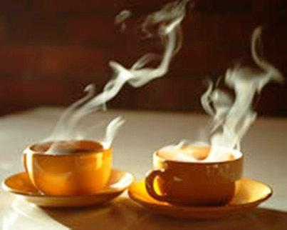 янтарный чай на столе