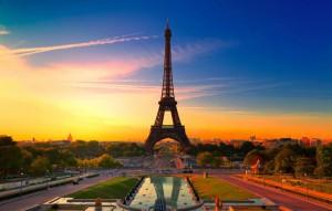 Эйфелева башня вечером